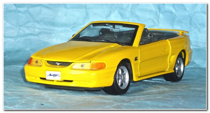 4th gen Mustang illustration 5 Maisto 31905 GT convertible