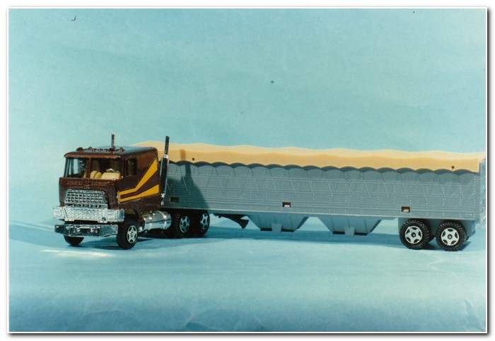 Illustration 2 Ertl grain trailer