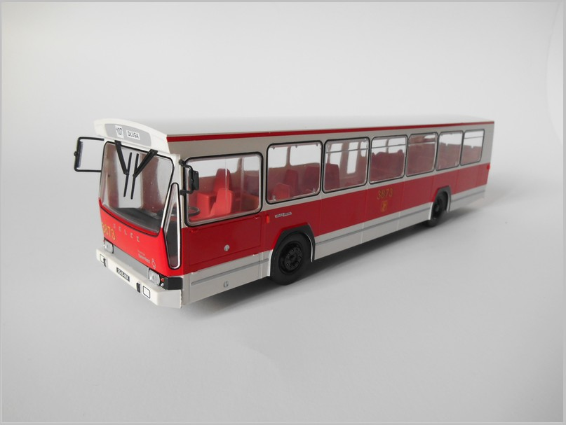 weiß//verkehrsrot 59654 Brekina Ikarus 255 Reisebus