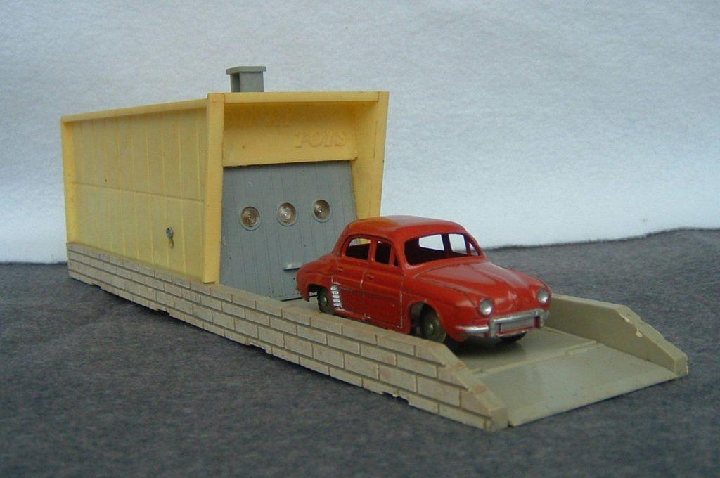 Another Dinky Garage Mar Online