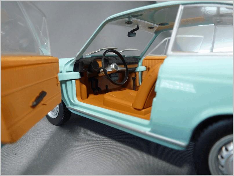 Seat Fiat 850 Coupe 1967 Red EDICOLA 1:24 SALRMIT019 Modellbau